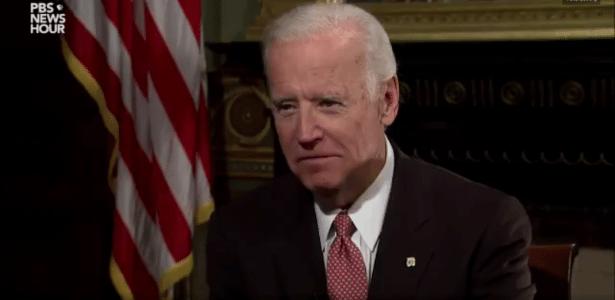 O vice-presidente dos EUA Joe Biden é entrevistado no programa PBS News Hour