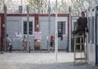 Pouco acolhedora, Hungria agora detém refugiados que pedem asilo - Akos Stiller/The New York Times