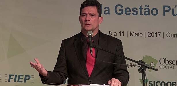 Juiz Sergio Moro discursa em evento em Curitiba
