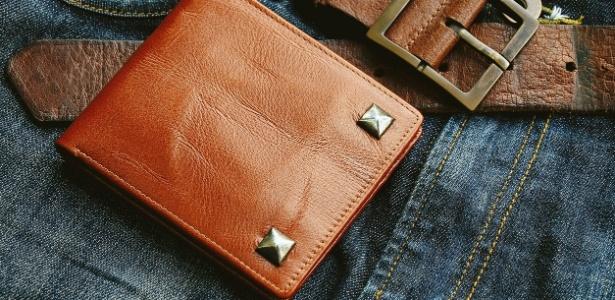 Ele recuperou a carteira, com quase tudo dentro, depois de quase meio século