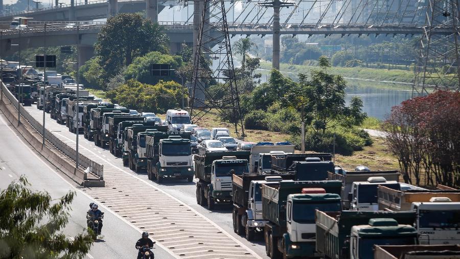O aumento se dá em meio a uma movimentação de um grupo de caminhoneiros por uma nova greve em fevereiro - Felipe Rau/Estadão Conteúdo