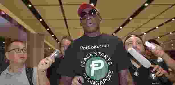 O ex-jogador de baquete Dennis Rodman viajou para Singapura pago por um site de bitcoin - Adek Berry/AFP