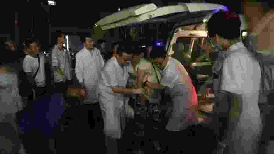 Equipes médicas resgatam vítimas de terremoto na China - Xinhua/Wan Min