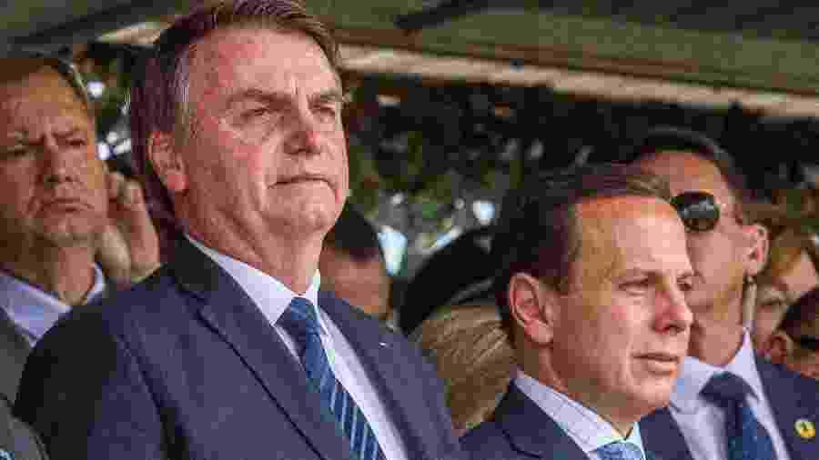 3.jul.2019 - O presidente Jair Bolsonaro (à esq.) e o governador de São Paulo, João Doria, participam de solenidade de passagem do Comando Militar do Sudeste, em São Paulo - ADRIANA SPACA/FRAMEPHOTO/FRAMEPHOTO/ESTADÃO CONTEÚDO