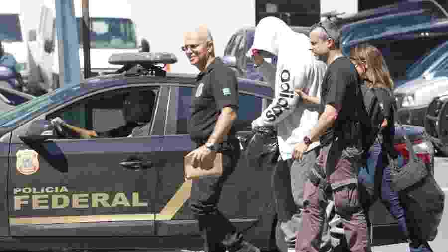 Agentes da PF durante a Operação Armadeira, deflagrada hoje contra servidores da Receita Federal - Ricardo Cassiano/Agência O Dia/Estadão Conteúdo