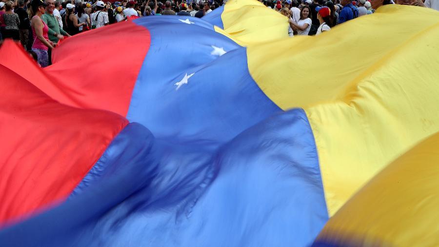 Manifestação exibe bandeira da Venezuela - REUTERS/Ivan Alvarado/File