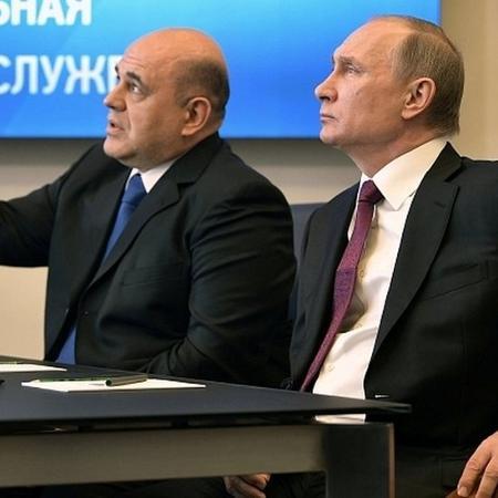 Anúncio foi feito hoje pelo primeiro-ministro Mikhail Mishustin (esq).  - Reuters