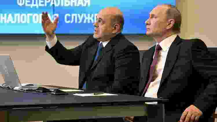 Medvedev foi substituído pelo chefe da Receita russa, Mikhail Mishustin (esq.) - Reuters