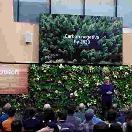 A Microsoft planeja reduzir emissões de carbono em mais da metade até 2030 em sua cadeia de suprimentos - LINDSEY WASSON