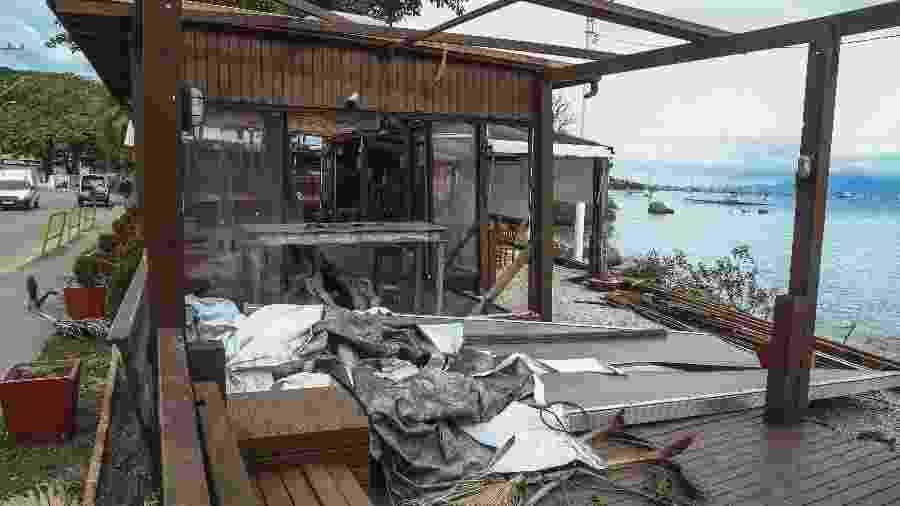 Restaurante em Florianópolis fica destruído após passagem de ciclone bomba - Anderson Coelho/Folhapress