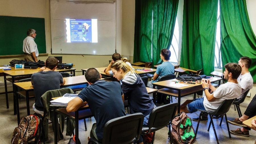 Professor, sala de aula, classe, universidade, universitário, faculdade, ensino superior, alunos, estudantes - Getty Images