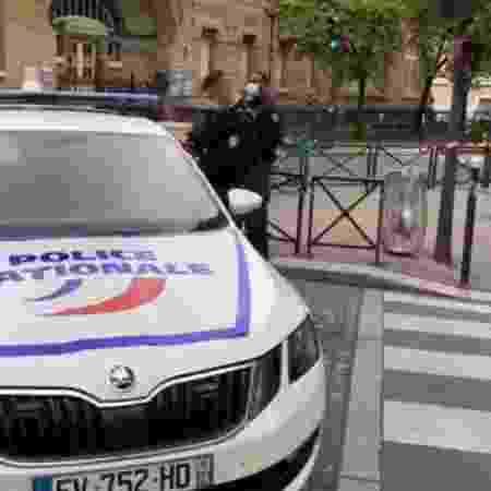 Polícia francesa neutralizou um agressor que portava uma faca - Reprodução/Twitter