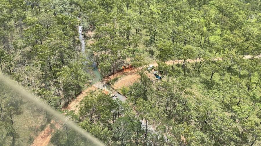 Família acampa em área remota na Austrália após carro atolar - Divulgação/NT Police