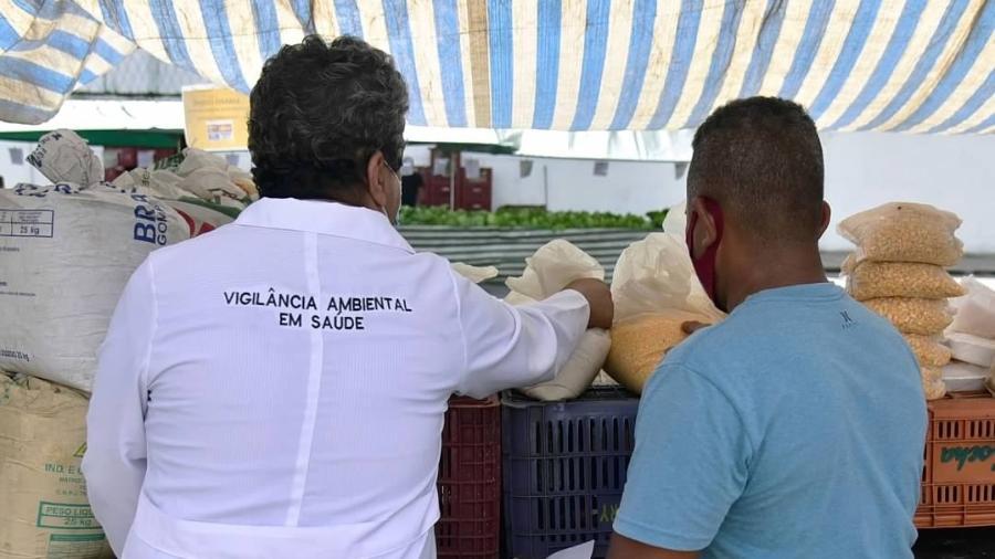 Fiscalização em feira livre de Cubatão (SP); 54 barracas foram notificadas - Marcus Cabaleiro/Divulgação