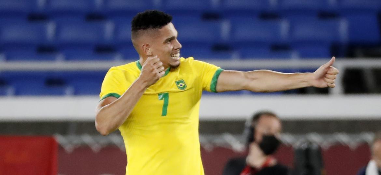 22.jul.2021 - O jogador Paulinho comemora gol contra Alemanha fazendo a flecha de Oxóssi - YURI HIROSHI/ESTADÃO CONTEÚDO