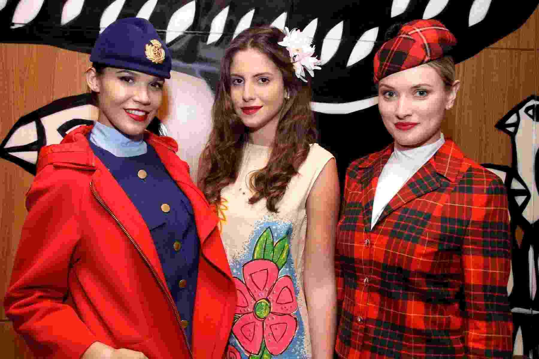 Uniformes da companhia aérea British Airways - modelos 1967 Hardy Amies, 1967 Paper Dress e 1988 Tartãn Cunningham - Denise Andrade/Divulgação/BA