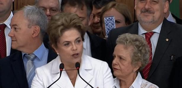 Giles (à esquerda na foto) e Dilma no dia em que a petista foi afastada