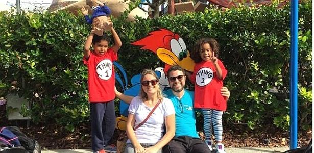 Karina Teles com o marido, Hugo, e os filhos João e Camila: casal teve de enfrentar o próprio preconceito no processo de adoção