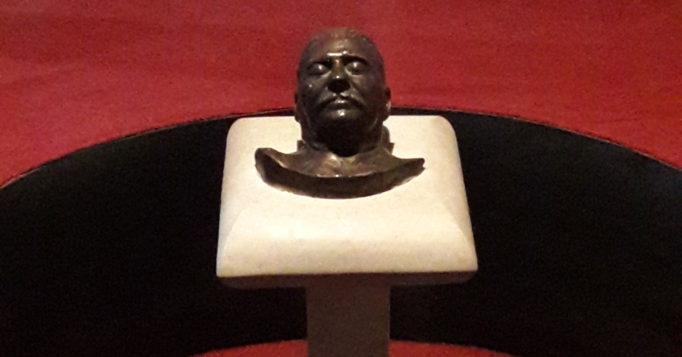 Máscarada da morte de Stalin, que foi feita após o seu falecimento