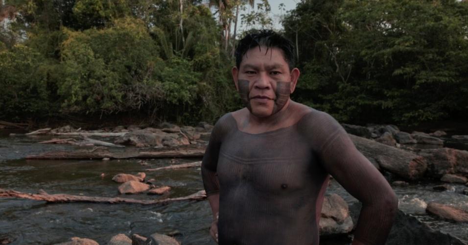 1º.dez.2017 - O indígena Rop-Krore Xikrin relatou que a contaminação do rio tem causado vermelhidão no olhos e coceiras pelo corpo