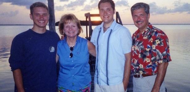 """Da esquerda para direita, Kevin, Patrícia, Thomas """"Bart"""" e Kent Whitaker"""