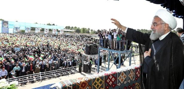 Presidente do Irã, Hassan Rouhani, discursa na cidade de Sabzevar