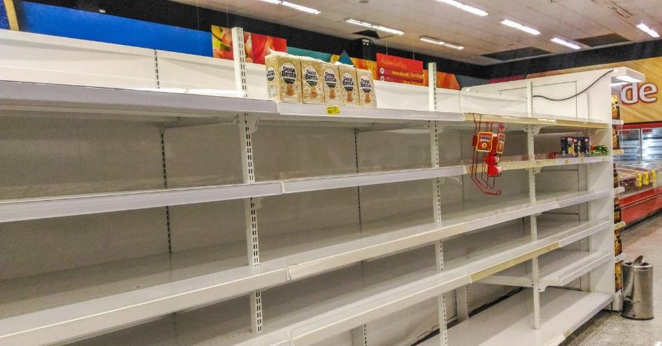 Por causa da paralisação dos caminhoneiros, que entrou no oitavo dia nesta segunda-feira (28), supermercados da Grande Florianópolis (SC) sofrem com o desabastecimento de produtos, como ovos, arroz, farinha de trigo e carne bovina