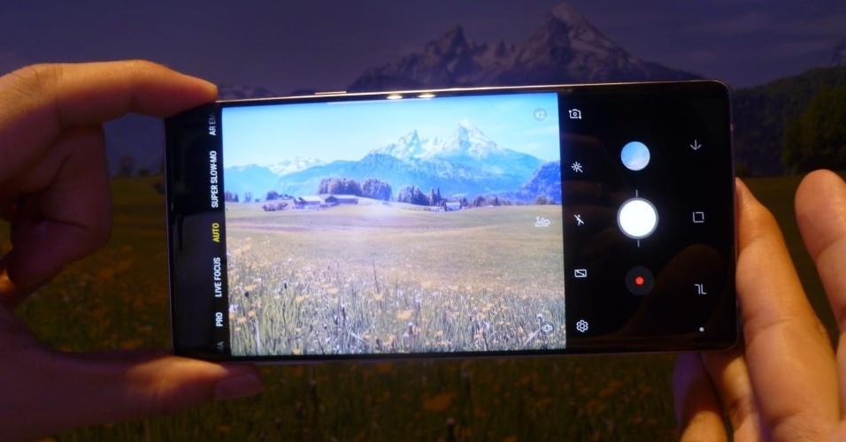 O hardware da câmera é o mesmo do S9, a novidade é com IA nos 20 cenários pre-determinados. A câmera reconhece o que está sendo fotografado e ajusta os parâmetros para uma melhor foto. Aqui reconhece que se trata de uma paisagem
