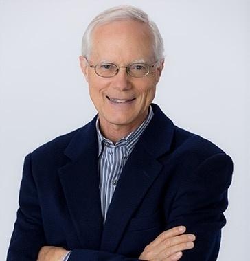 Scott Cook é fundador da Intuit, uma desenvolvedora de software para o segmento corporativo e financeiro. Sua fortuna é avaliada em US$ 3,2 bilhões.