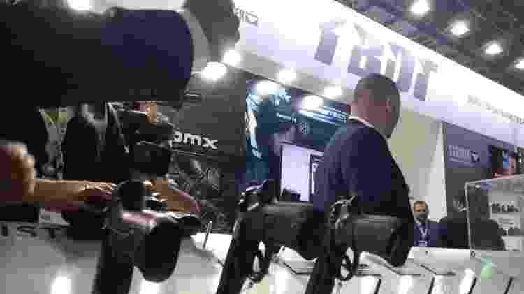 Estande da Berretta Defense Technologies teve arma furtada no Rio - Gabriel Sabóia/UOL