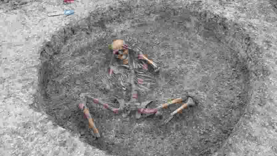 Empresa que escavou o local acredita que ele tenha recebido os corpos durante a chamada Idade do Ferro e nos períodos romanos - PA