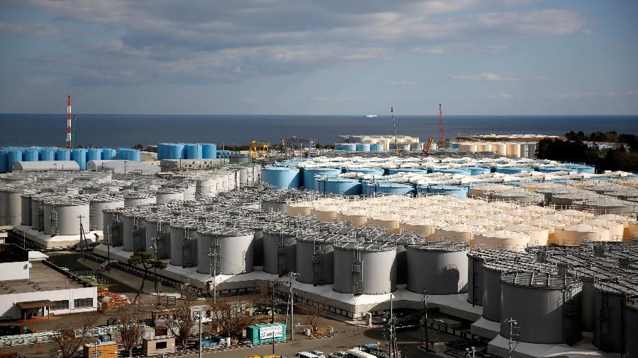 Tanques com água radioativa da usina de Fukushima - Issei Kato/Reuters