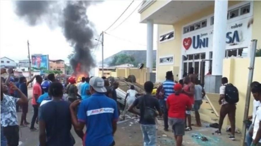 Polícia Militar interveio para conter a depredação de templos da Universal em São Tomé e Príncip - Igreja Universal - Divulgação
