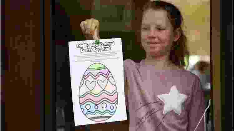 Os neozelandeses foram incentivados a desenhar e exibir ovos de Páscoa em suas janelas durante a pandemia - Getty Images - Getty Images