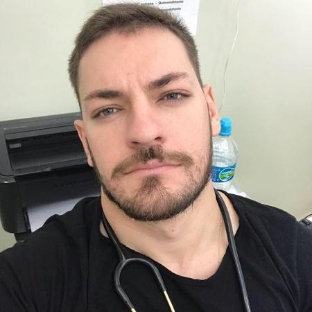 O médico Gillian Vitor Reis, de 28 anos, morreu de covid-19 após ficar quase um mês internado - Reprodução/Facebook