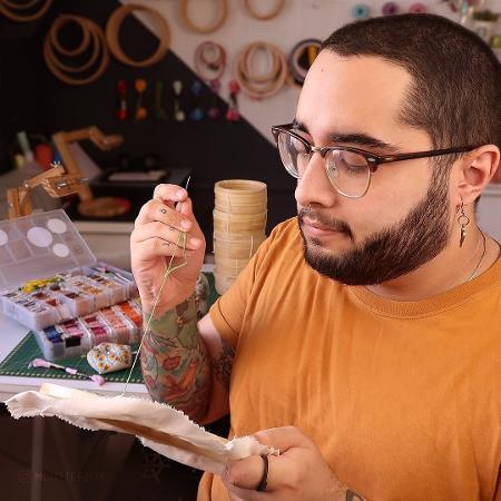 Paulo Rezende aprendeu a bordar após ser demitido - Divulgação