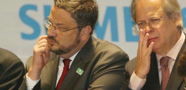 Os ex-ministros Antônio Palocci (à esq.) e José Dirceu - Eduardo Knapp - 6.jul.2004/Folhapress
