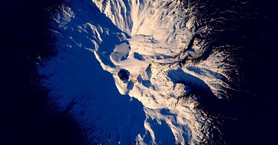 5.out.2015 - Da ISS (Estação Espacial Internacional), o astronauta americano Scott Kelly publicou no Twitter uma foto de um vulcão na Nova Zelândia