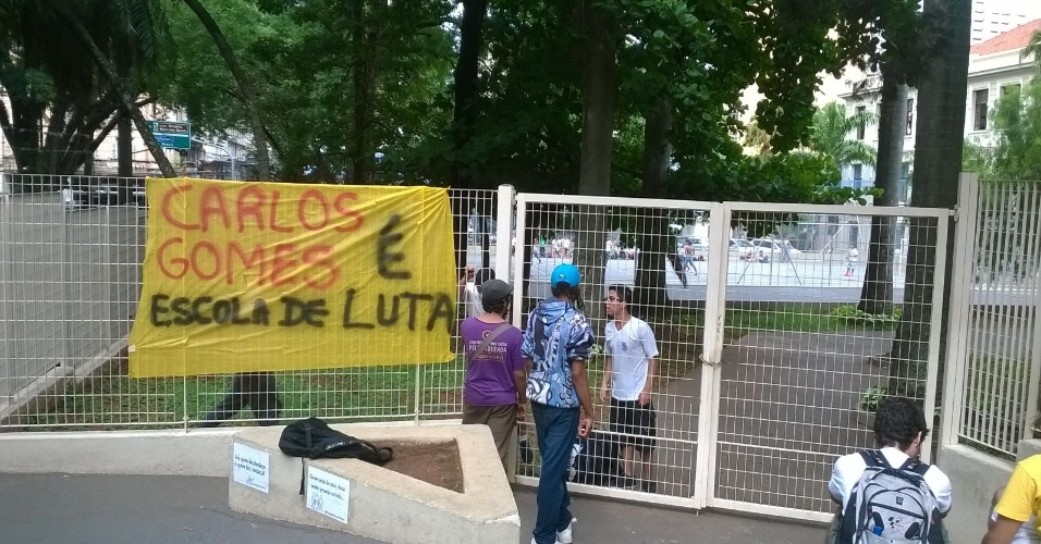 17.nov.2015 - Estudantes ocupam a Escola Estadual Carlos Gomes, em Campinas (SP)