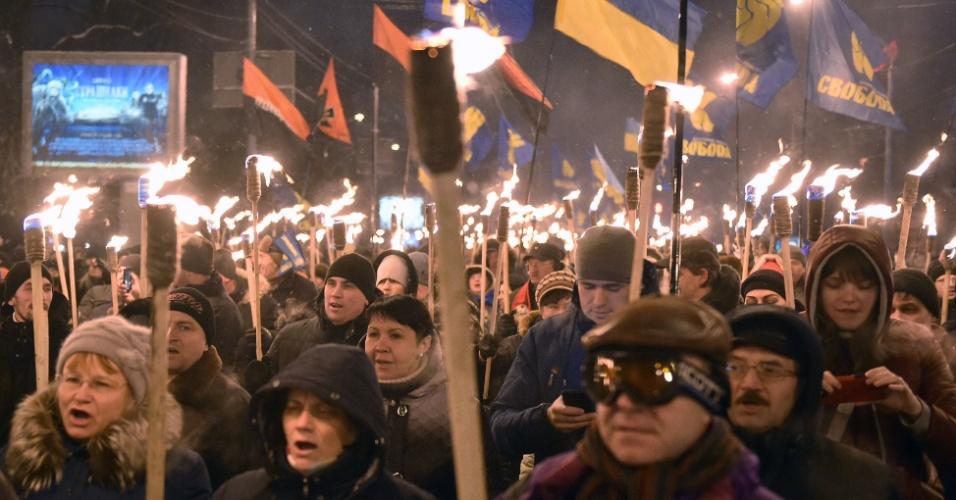 1].jan.2016 - Nacionalistas ucranianos participam de passeata em Kiev, na capital do país europeu