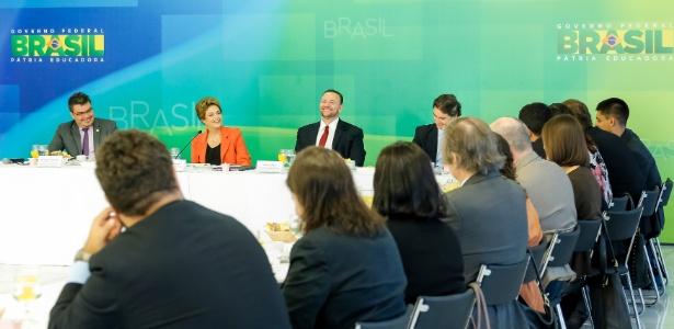 Edinho Silva, ministro da Secom, ao lado de Dilma