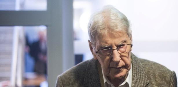 Reinhold Hanning, 94, chega ao tribunal para seu julgamento em fevereiro