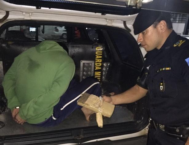 Guarda segura droga apreendida com jovem de 20 anos em Botucatu (SP) - Guarda Civil de Botucatu/Divulgação