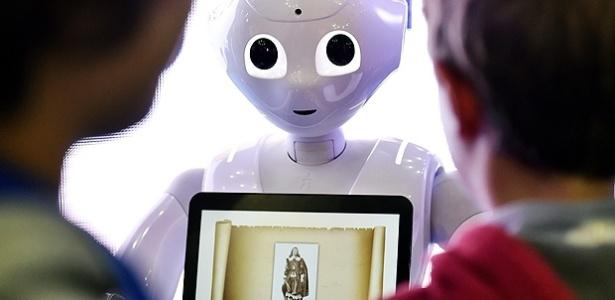 Robô Pepper vira caixa em lojas da Pizza Hut na Ásia