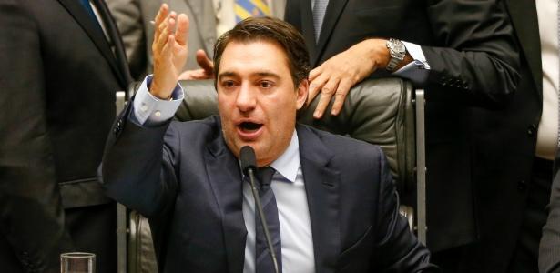 Conhecido na Câmara dos Deputados por ter sido premiado 12 vezes na loteria em 1997, o atual segundo vice-presidente da Casa, Fernando Giacobo (PR-PR), preside sessão em junho - Pedro Ladeira/Folhapress