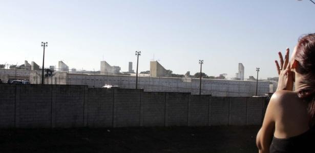 A penitenciária tem capacidade para 855 detentos, só que atualmente abriga mais do que o dobro: 1.897 presos