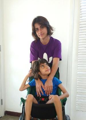 Margarete Brito e sua filha, Sofia, portadora da CDKL5, doença rara que causa epilepsia reversa, mais resistente a medicamentos comuns