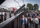 Imigrantes enfrentam muros, deportações e regras mais rígidas também na Europa - Sergey Ponomarev/The New York Times