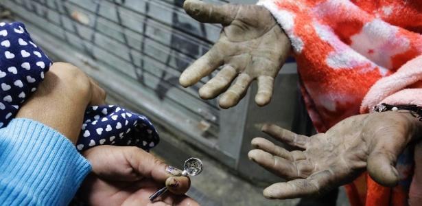 Usuários de crack que foram expulsos da cracolândia, com a operação de forças do Estado e da Prefeitura de São Paulo, no dia 21 de maio - Nelson Antoine/UOL