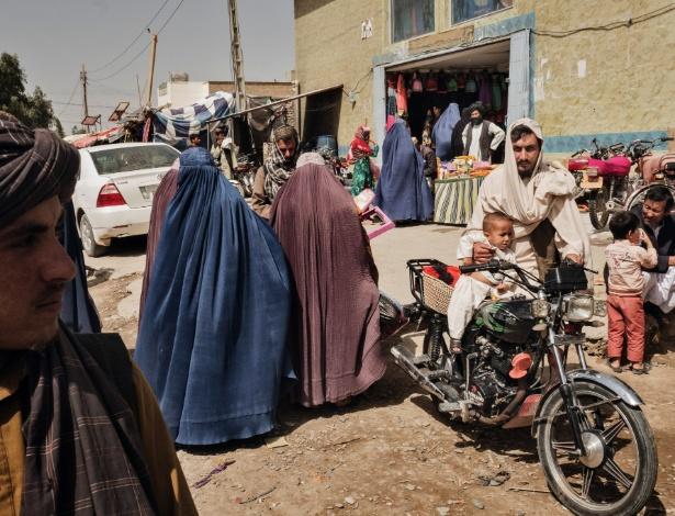 24.mar.2016 - Mercado das mulheres em Lashkar Gah, província de Helmand, no Afeganistão